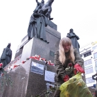 096 Úklid soklu sochy Sv. Václava 25.1. 2012